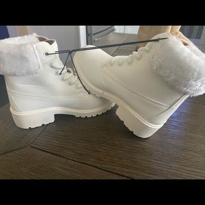 Girls white on white boots with the fur